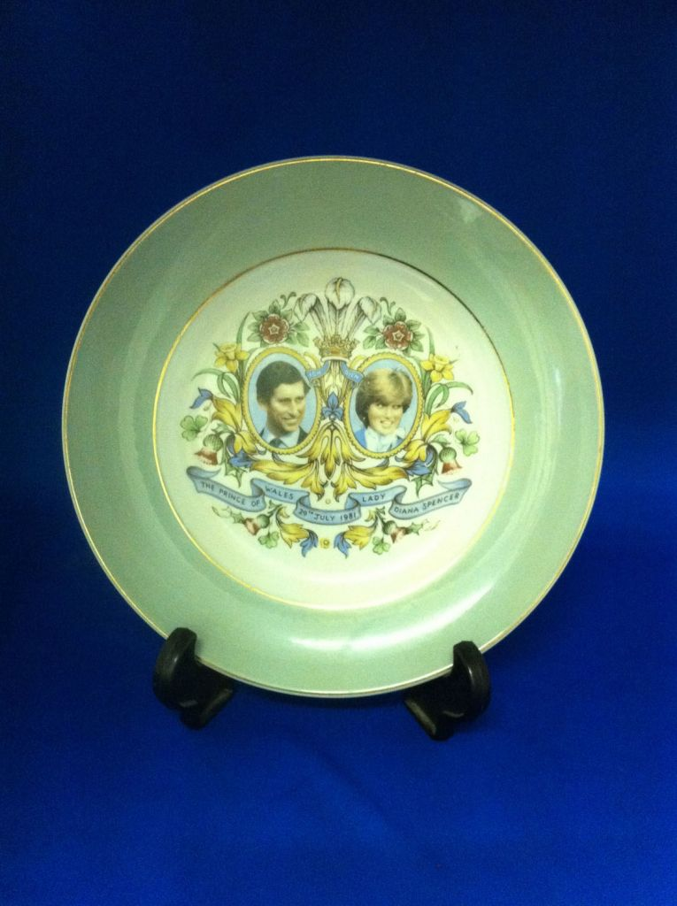The Royal Family: Charles & Diana commemorative  plate